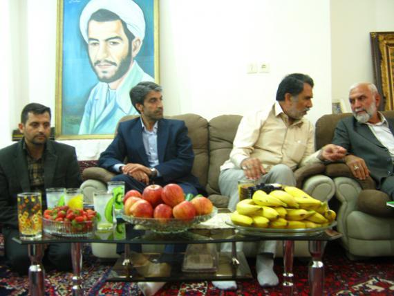 سردار حسین همدانی با خانواده شهید شاخص کبودراهنگ دیدار کرد + تصاویر