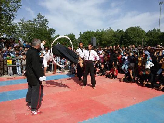 اجرای برنامه رزمی کونگ فوکاران کوریجان در همایش پیاده روی کبودراهنگ