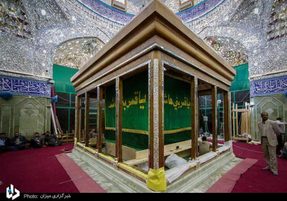 نصب سازه چوبی ضریح جدید حرم حضرت عباس(ع)