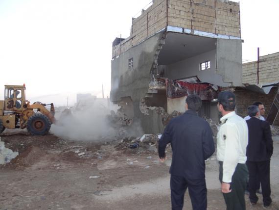 تخریب دو خانه مسکونی تهیه و توزیع مواد مخدر در کبودراهنگ / گزارش تصویری