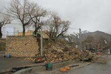 فروریختن دیوار یک بنای 800 ساله بر اثر بیتوجهی مسئولان!